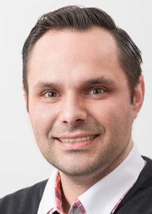 Philipp Flammer arbeitet zur Heizkostenabrechnung bei der VGW Schwäbisch Gmünd